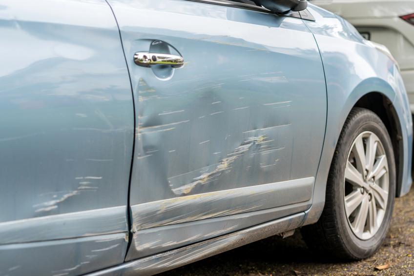 Privathaftpflicht Schadenbeispiel: Fahrrad zerkratzt und beschädigt Auto